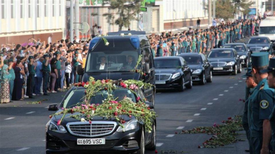 Uzebekistan President Islam Karimov's funeral cortege drives through the main road of Tashkent on Saturday Septemebr 3, 2016.