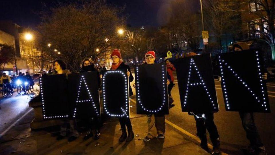 Demonstrators hold signs bearing the name of Laquan McDonald during protests in Chicago, Illinois November 24, 2015 reacting to the release of a police video of the 2014 shooting of black teen, Laquan McDonald, by policeman Jason Van Dyke. Image:Reuters.