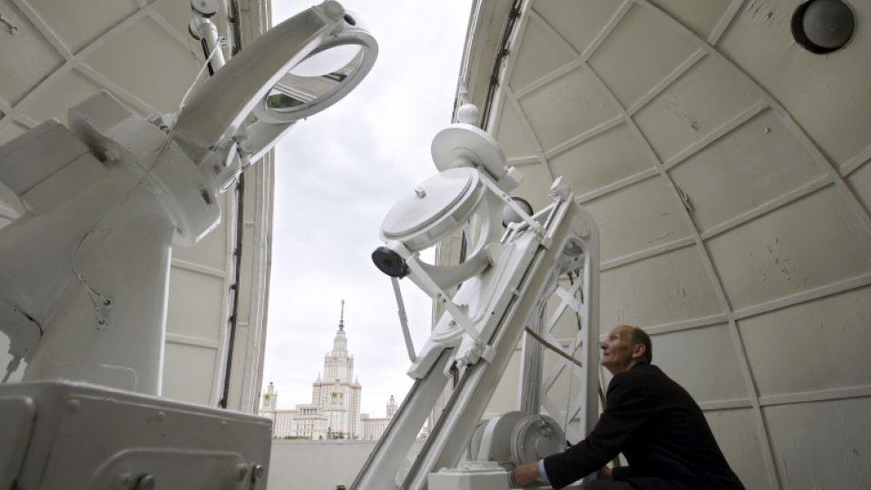 Moscow Sttate University (MGU), background, scientist Mikhail Divlikeyev, prepares a telescope at MGU observatory prior to a total solar eclipse in Moscow on Friday, Aug. 1, 2008