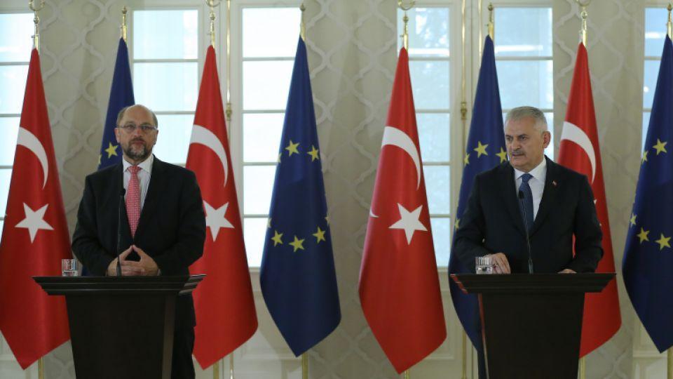 Turkey's Prime Minister Binali Yıldırım and European Parliament President Martin Schulz hold a joint press conference in Ankara on Sept. 1, 2016.