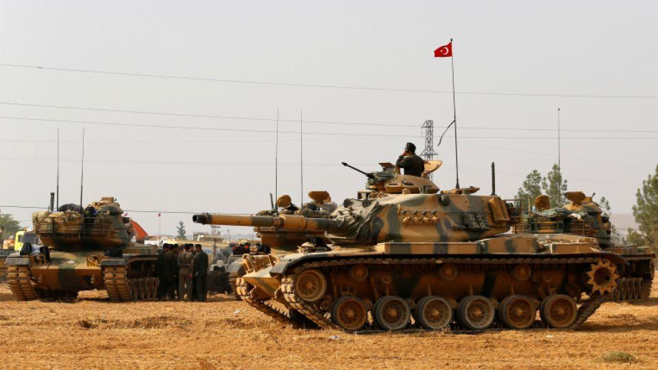 Turkish Army tanks and military personal are stationed in Karkamis on the Turkish-Syrian border in Gaziantep Province, Turkey, August 25, 2016.