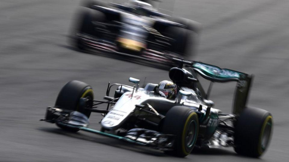 Mercedes AMG Petronas F1 Team's British driver Lewis Hamilton drives during the qualifying session at the Autodromo Nazionale circuit in Monza on September 3, 2016 ahead of the Italian Formula One Grand Prix.