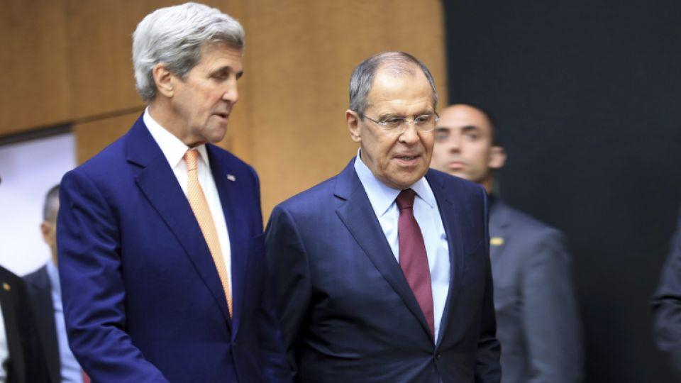 US Secretary of State John Kerry (L) and Russian Foreign Minister Sergei Lavrov arrives for a news conference after a meeting on Syria in Geneva, Switzerland, August 26, 2016.