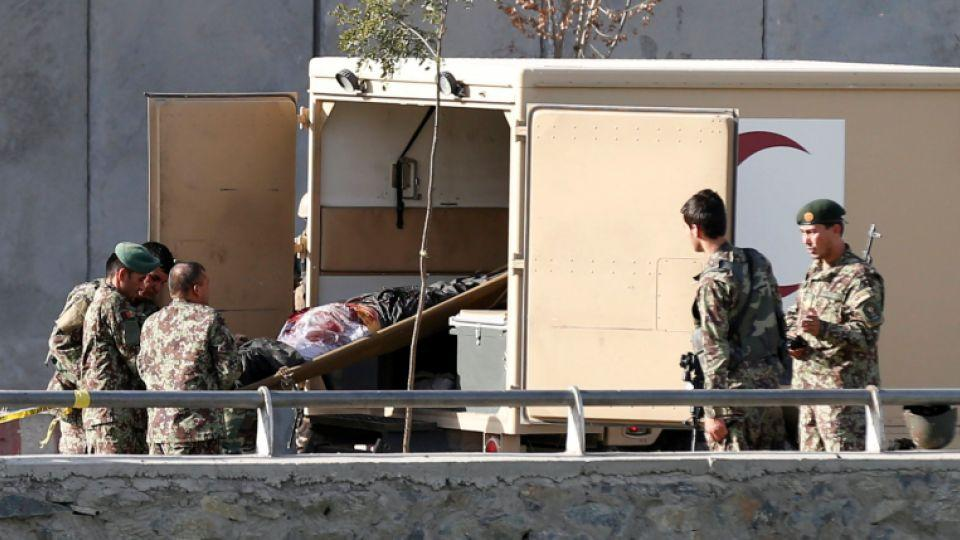 Afghan security forces transfer a victim into an ambulance after a suicide attack in Kabul, Afghanistan September 5, 2016.
