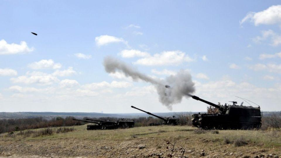 Turkish Armed Forces fire artillery from Howitzer T-155 Fırtınas against DAESH targets along the Syrian border.