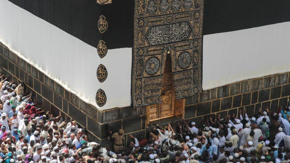 Muslim pilgrims pray at the Kaaba, the cubic building at the Grand Mosque in the Muslim holy city of Makkah, Saudi Arabia, September 20, 2015.