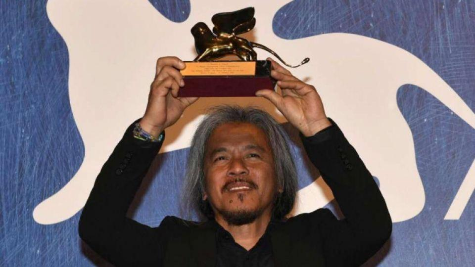 """Filipino film maker Lav Diaz holds the Golden Lion award for his movie """" Ang Babaeng Humayo """" (The woman who left) during the awards ceremony of the 73rd Venice International Film Festival, in Venice, Italy, Saturday."""