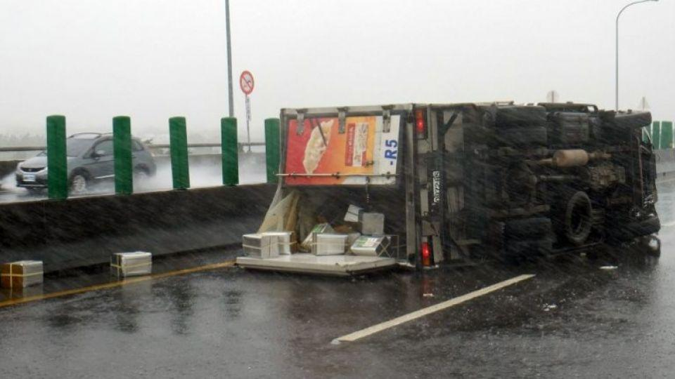 A truck is overturned in southern Pingtung county as typhoon Meranti slashes southern Taiwan on Sep 14, 2016.