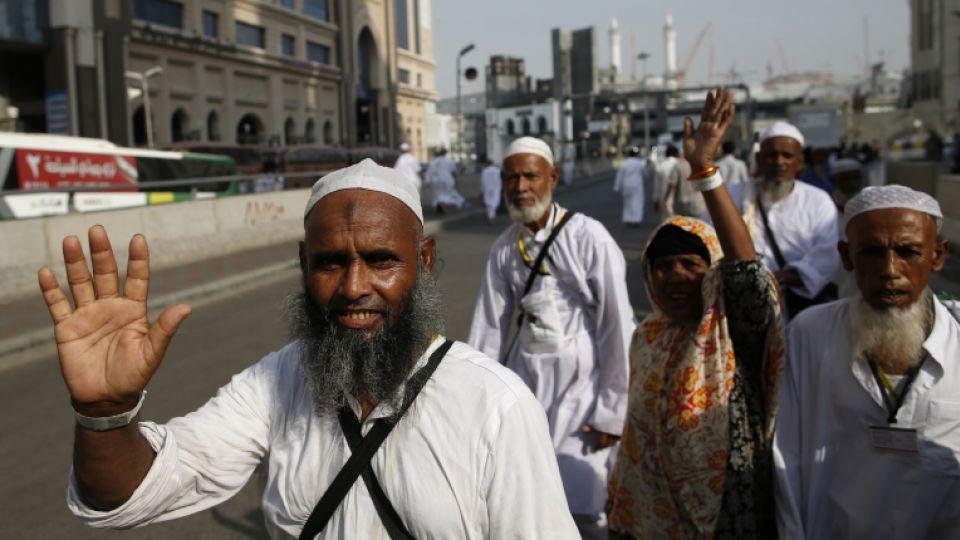 Muslim pilgrims wave as they leave Saudi Arabia's holy city of Mecca at the end of the Hajj annual Muslim pilgrimage on September 14, 2016.