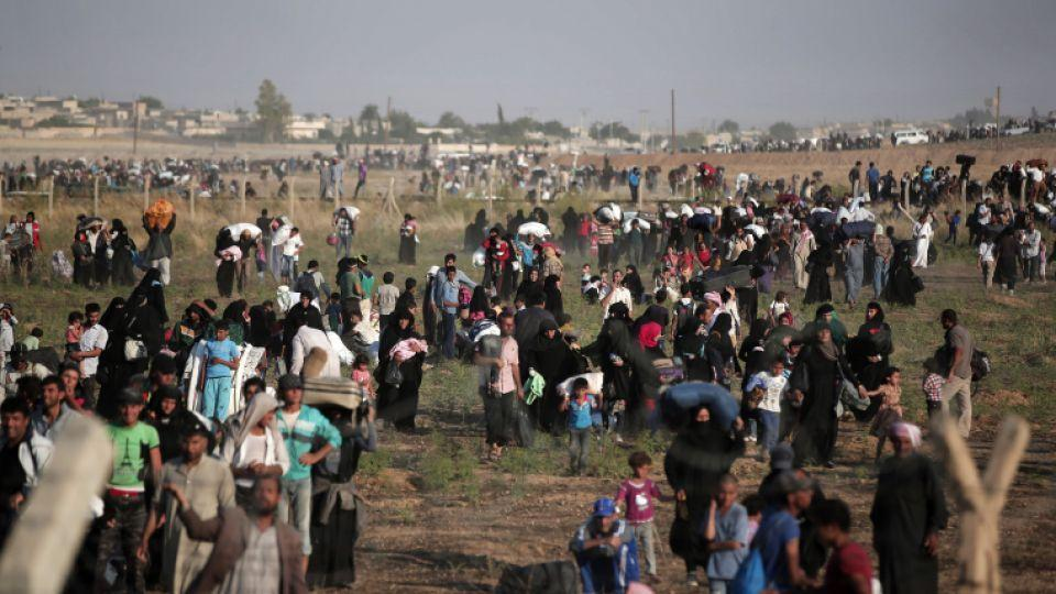 Archive photo shows Syrian refugees walking to cross into Turkey, June 14, 2015.