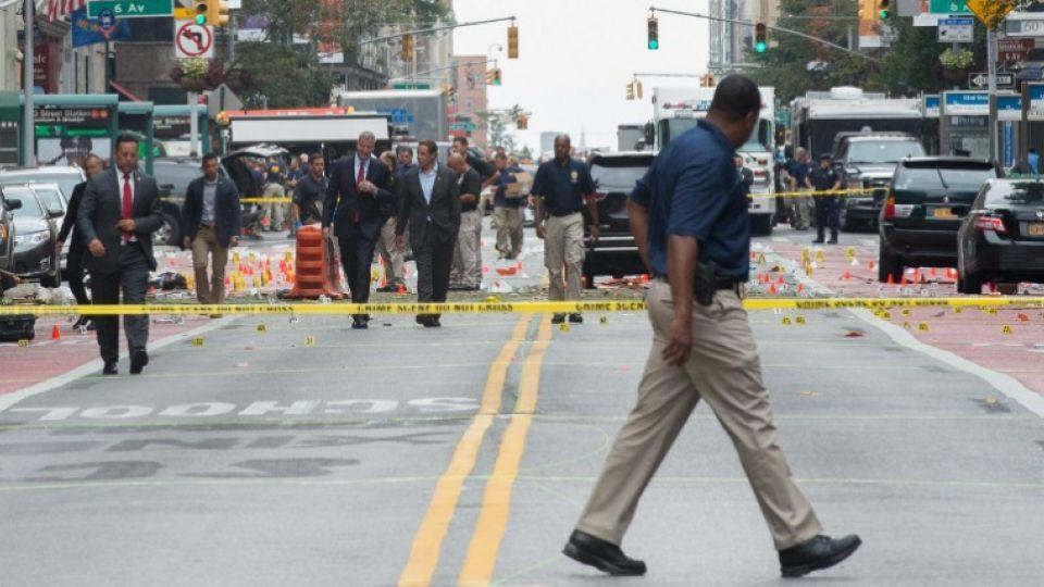 New York Governor Andrew Cuomo(L) and New York City Mayor Bill de Blasio(R) arrive at the scene of an explosion on West 23rd Street September, 18, 2016 in New York.