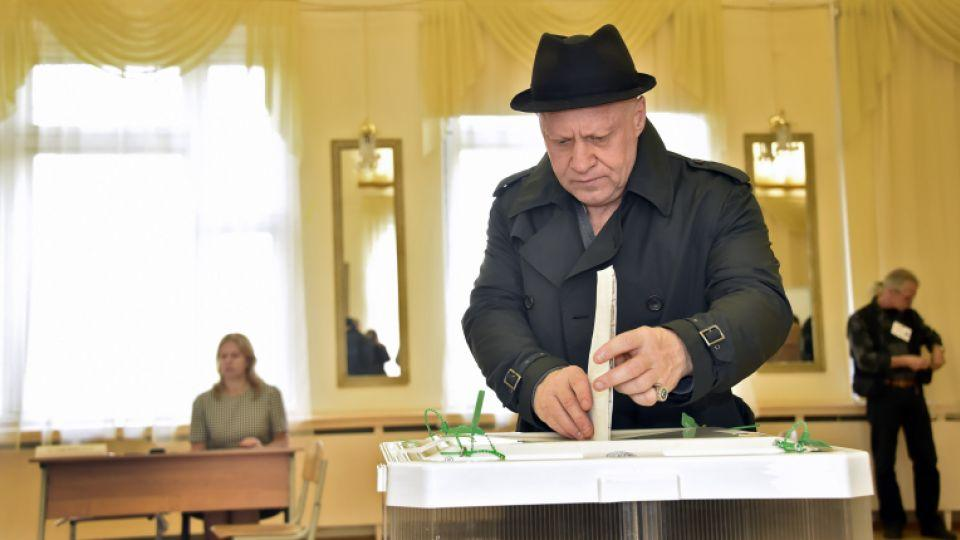 A Russian man casts his ballot at a polling station in Moscow on September 18, 2016.