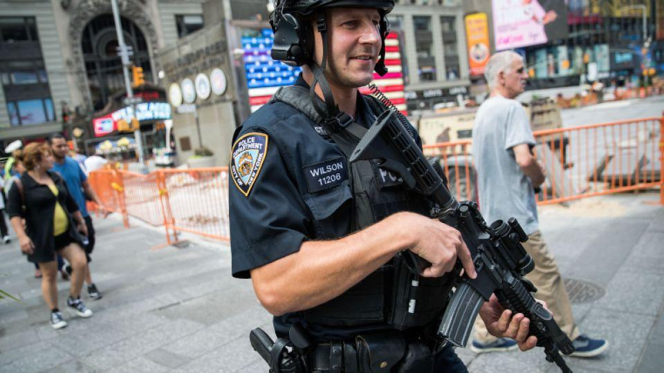 New York went on full alert, deploying nearly 1,000 extra state police and National Guardsmen to airports, bus terminals and subway stations as President Barack Obama arrived in the city ahead of Tuesday's opening of the UN General Assembly.