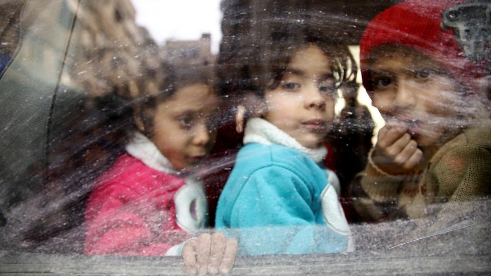 (VIDEO) USPJEŠNA EVAKUACIJA! Istočna Ghouta: 11 hiljada civila spašeno iz kandži terorista, SAA je njihov oslobodilac