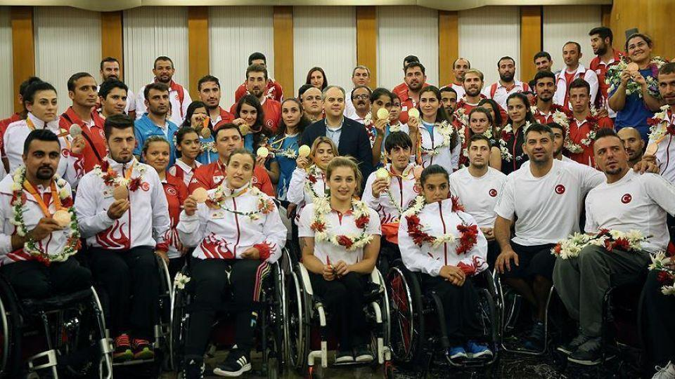 Turkish paralympians pose for a picture in Rio.