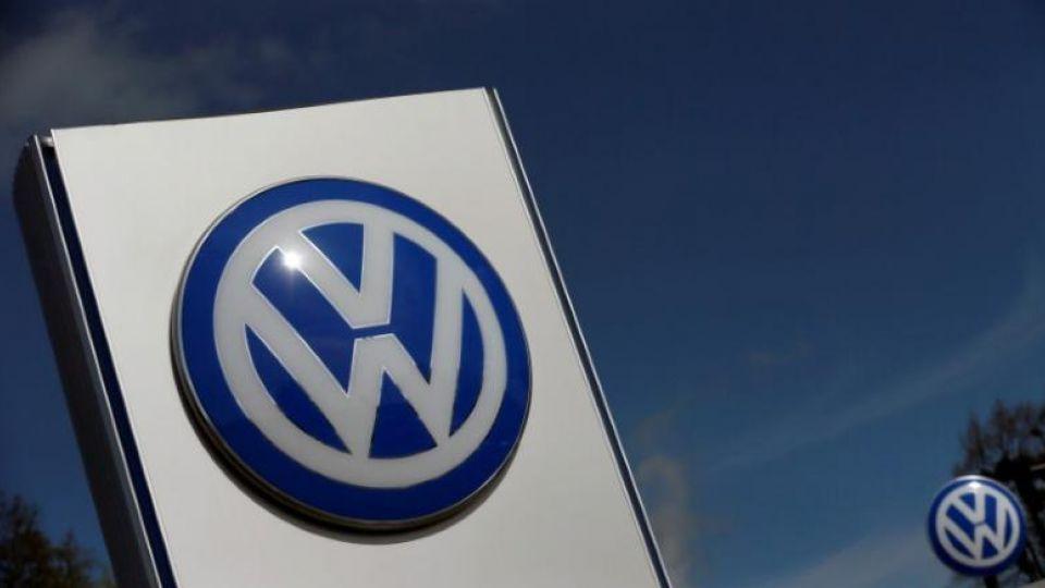 A Volkswagen logo is pictured at Volkswagen's headquarters in Wolfsburg, Germany, April 22, 2016. REUTERS/Hannibal Hanschke/File Photo A Volkswagen logo is pictured at Volkswagen's headquarters in Wolfsburg, Germany, April 22, 2016.