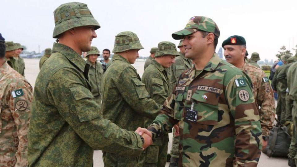 Russian contingent being received by Pakistani military officers.