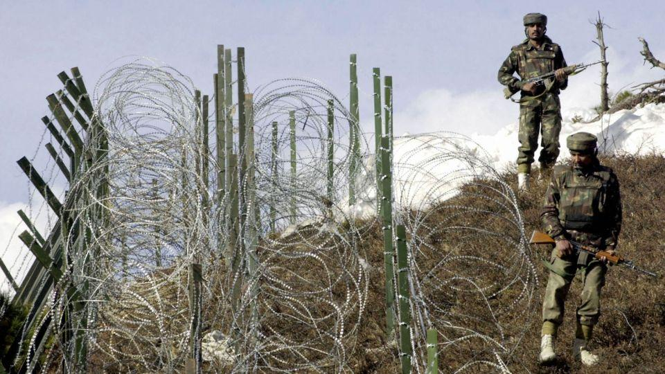 Indian soldiers patrol the border between Pakistan and India. (File Photo)