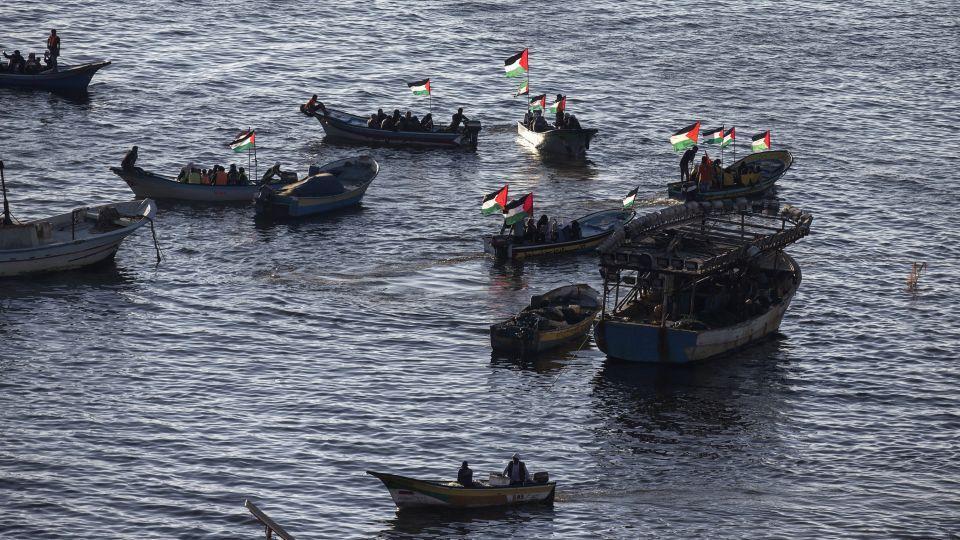 Israeli navy intercepts flotilla challenging Gaza blockade