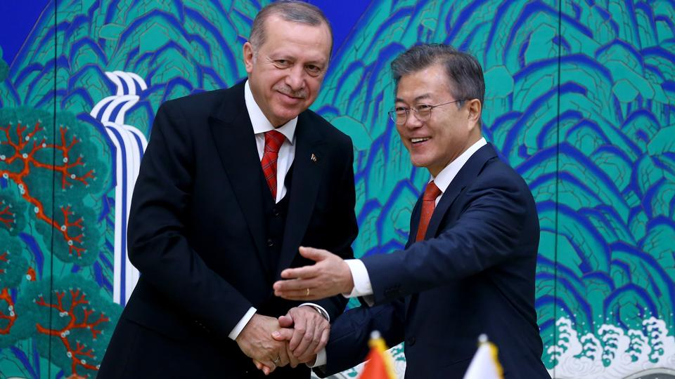 Turkish President Recep Tayyip Erdogan (L) and South Korean President Moon Jae-in (R) arrive to attend signing ceremonies between two countries at the Presidential Palace in Seoul, South Korea on May 2, 2018.