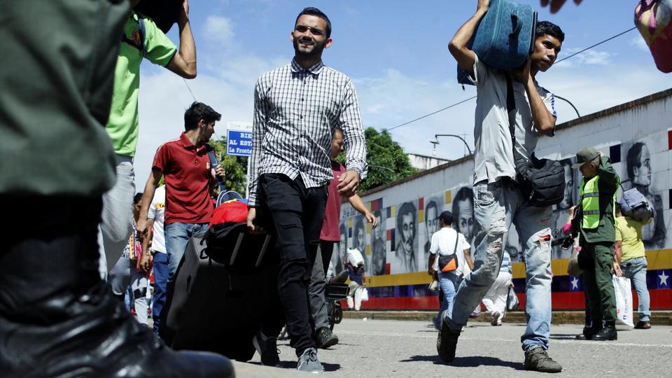 People cross the Colombian-Venezuelan border over the Simon Bolivar international bridge in San Antonio del Tachira, Venezuela on May 16, 2018.