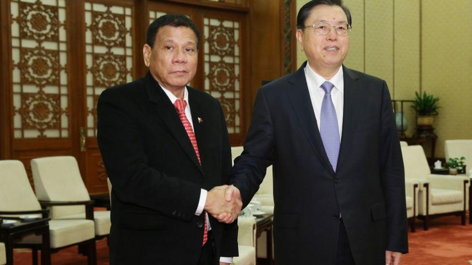 Philippines' President Rodrigo Duterte (L) and his Chinese counterpart Xi Jinping (R) pledged to enhance trust and deepen cooperation on October 20, Chinese officials said.