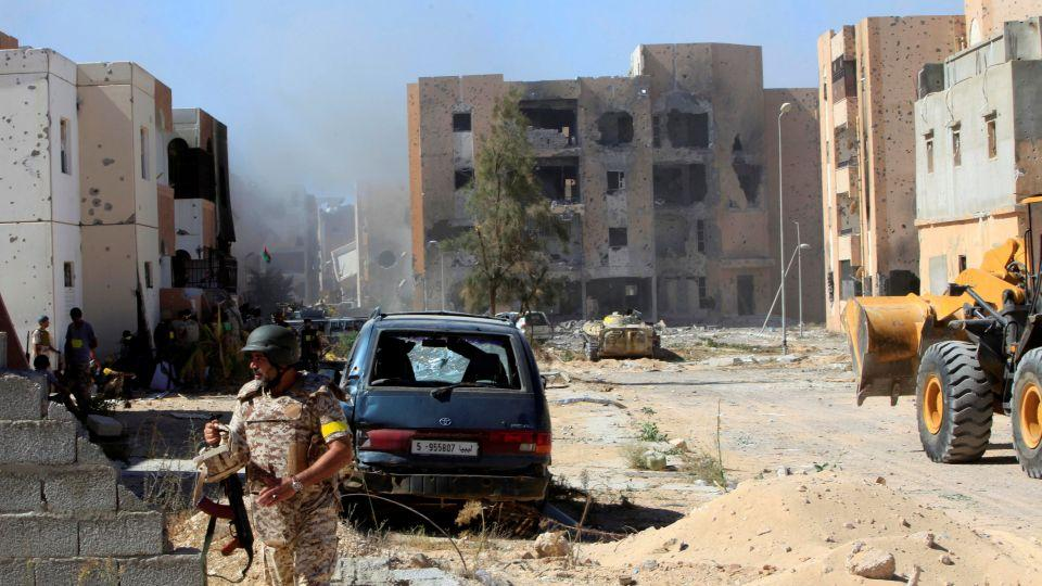 Fighters of Libyan forces allied with the UN-backed government gather at the eastern frontline of fighting with Daesh, in Sirte, Libya, October 20, 2016.