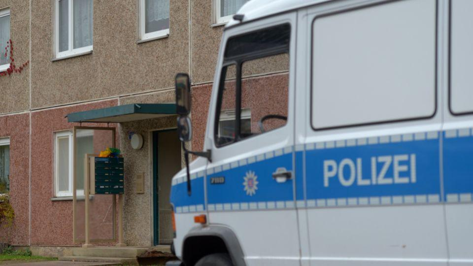 Some 400 police officers searched residences in Thuringia, Hamburg, North Rhine-Westphalia and Saxony.