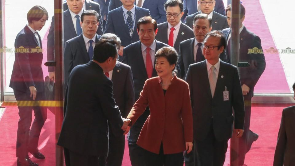 South Korean President Park Geun-hye is under mounting pressure by political opponents and the public to resign.