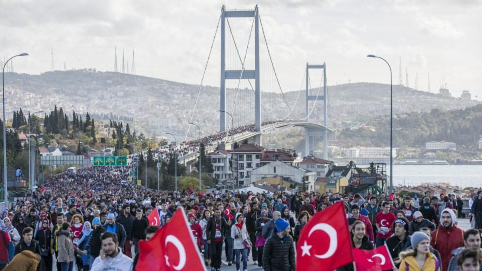 Athletes and thousands of people take part in the 38th Vodafone Istanbul Marathon, the world's only race where people run from Asia to Europe, at the July 15 Martyrs' Bridge in Istanbul, Turkey on November 13, 2016. Image: AA.