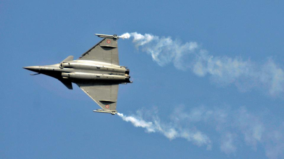 India's PM faces calls for resignation over French jet deal
