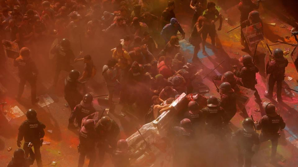 Separatist protesters clash with Mossos d'Esquadra police officers as they protest against a demonstration in support of the Spanish police units who took part in the operation to prevent an independence referendum in Catalonia on October 1, 2017, in Barcelona, Spain, September 29, 2018.