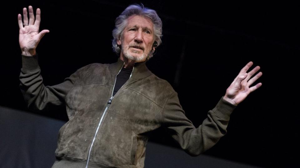 pink floyd s roger waters takes on israel in us them tour. Black Bedroom Furniture Sets. Home Design Ideas