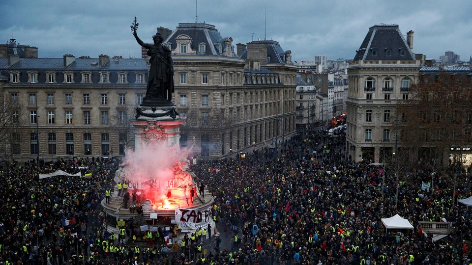 Authorities said 136,000 people had taken part in protests across France on Saturday, including 10,000 in Paris. (December 8, 2018)