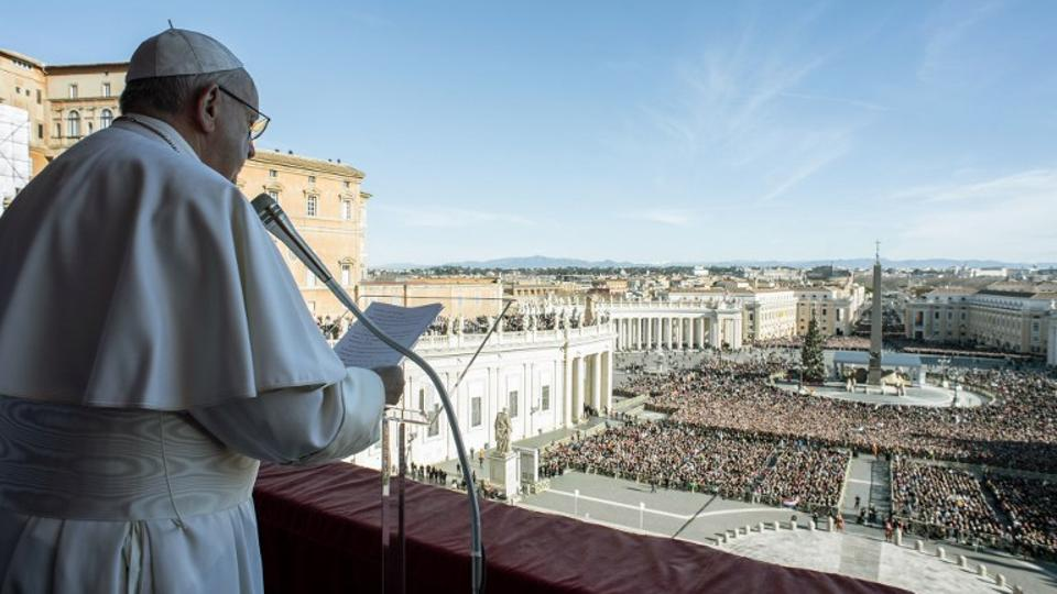 This handout picture released by the Vatican press office on December 25, 2018 at St Peter's square in Vatican shows Pope Francis delivering the