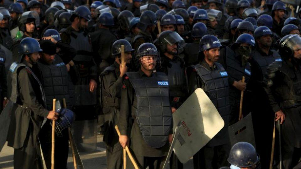 Chottu gang kills six, takes 24 hostage in Pakistan