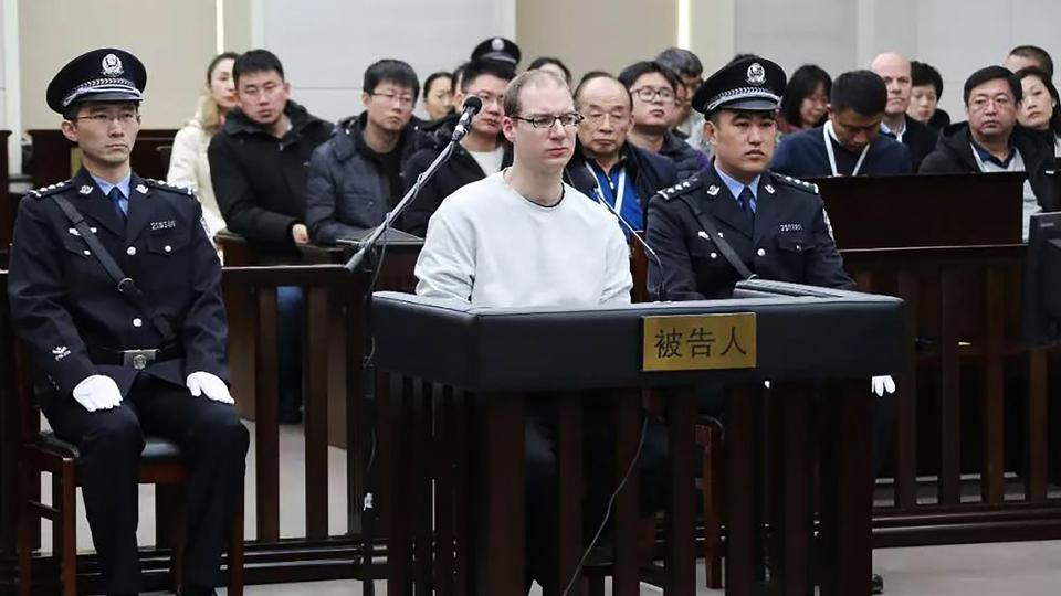 This photograph taken and released by the Intermediate Peoples' Court of Dalian on January 14, 2019 shows Canadian Robert Lloyd Schellenberg (C) during his retrial on drug trafficking charges in the court in Dalian in China's northeast Liaoning province.