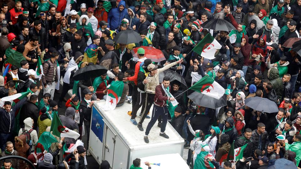 Algerians rally against Bouteflika in fresh protests