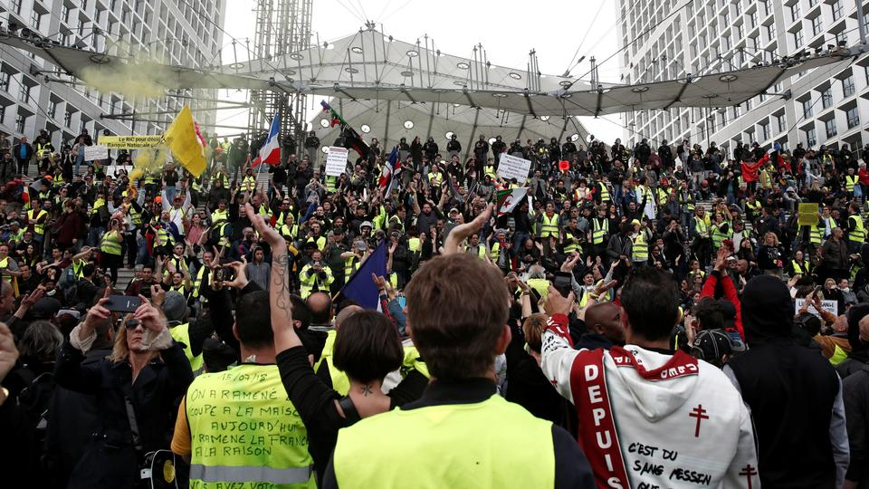 Protesters wearing yellow vests attend a demonstration during the 21st consecutive national protest of the yellow vests movement at the financial district of La Defense near Paris, France, April 6, 2019