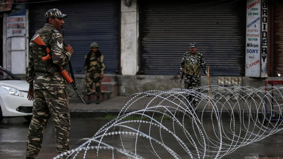 Silence, Indian army prevail on Kashmir's streets for a fourth day