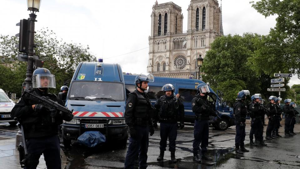 Paris police say attacker shot, wounded outside Notre Dame