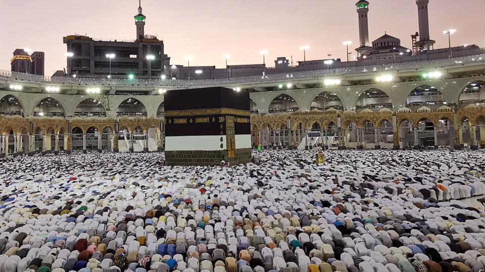 Müslümanlar, kutsal şehir Mekke, Suudi Arabistan yıllık Hac hac sırasında 8 Ağustos 2019 Büyük Camii dua.