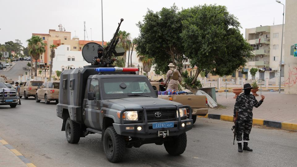 Libya'nın uluslararası kabul görmüş hükümetine sadık bir güvenlik güçleri üyesi, 11 Haziran 2020, Libya'nın Tarhuna kentinde bir güvenlik konuşlandırması sırasında görülür.