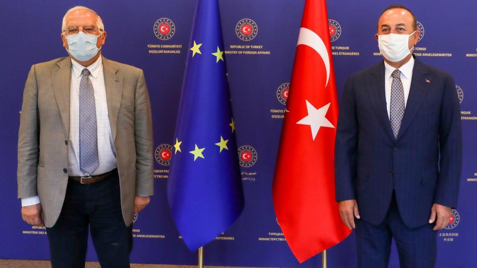 AB Dışişleri ve Güvenlik Politikası Yüksek Temsilcisi Türkiye Dışişleri Bakanı Mevlut Çavuşoğlu ve Josep Borrell Fontelles, 6 Temmuz 2020'de Ankara'daki toplantılarından önce poz veriyorlar.