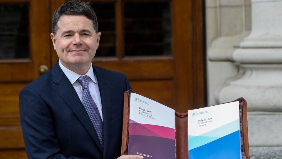 İrlanda Maliye Bakanı Paschal Donohoe, 8 Ekim 2019 tarihinde Dublin, İrlanda'daki Hükümet Binalarında Bütçe 2020'yi sundu.