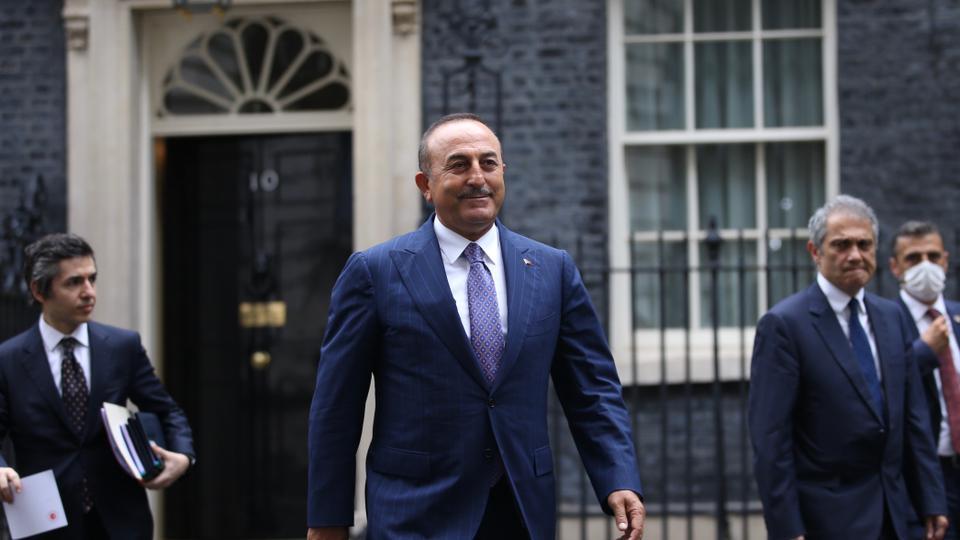 Menteri Luar Negeri Turki Mevlut Cavusoglu pergi setelah pertemuan dengan Perdana Menteri Inggris Boris Johnson di London, Inggris pada 8 Juli 2020.
