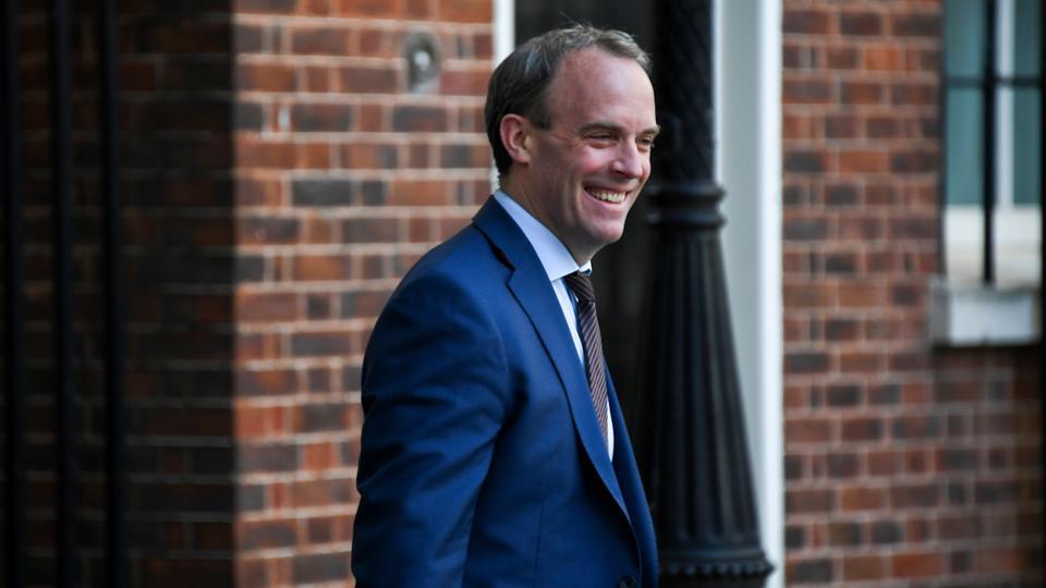 İngiltere Dışişleri Bakanı Dominic Raab 7 Mayıs 2020'de Londra'daki 10 Downing Caddesi'ne geldi.