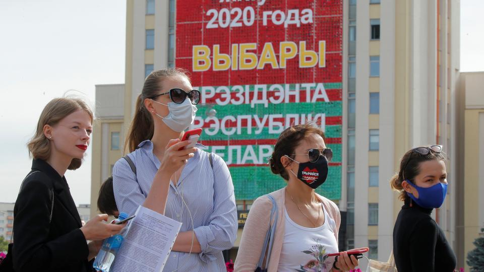 Komisyon, Viktor Babariko ve Valery Tsepkalo'yu önümüzdeki cumhurbaşkanlığı seçimlerine aday olarak kaydetmeyi reddettikten sonra, Belarus seçim komisyonunun dışında 15 Temmuz 2020'de Minsk'te Belarus'ta bir araya geldi.