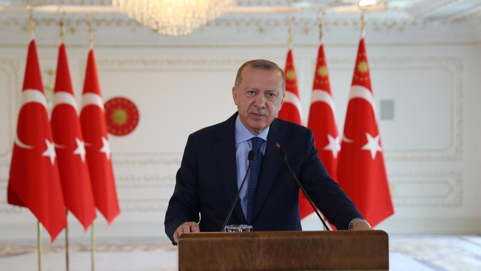 Türkiye Cumhurbaşkanı Recep Tayyip Erdoğan, 25 Temmuz 2020'de Amasya Çevre Yolu'nun açılış töreninde canlı bir link aracılığıyla bir konuşma yapıyor.