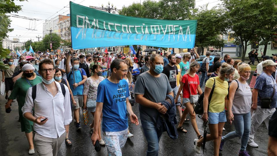 İnsanlar 1 Ağustos 2020 uzak doğu şehri Khabarovsk'taki cinayet suçlamalarından tutuklanan eski bölge valisi Sergei Furgal'ın desteklediği bir Kremlin karşıtı mitinge katıldılar.